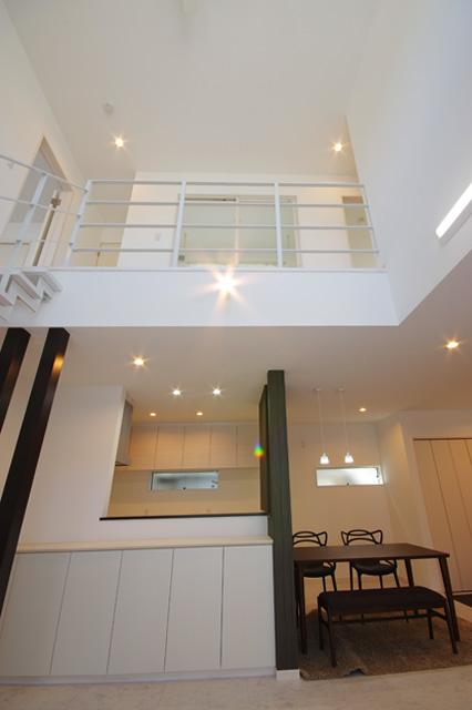 ハーバーハウスの新築 家づくり 事例「吹抜け、鉄骨階段、インナーガレージのある家」