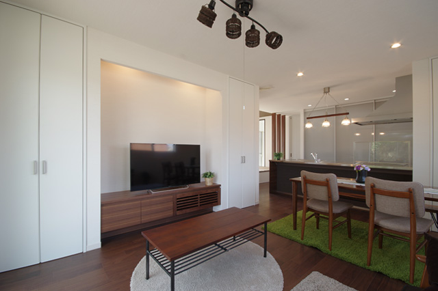 ハーバーハウスの新築 家づくり 事例「シンプルモダン・鉄骨階段とオープンキッチンの家」