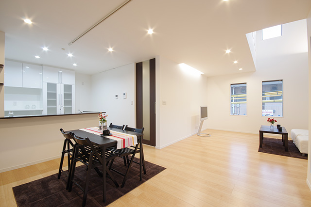 全ての部屋に天井までのフルハイドアを設置