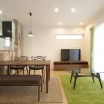 夫婦2人で住む家で、持込家具が多くあるため、家具位置を細かく検討しながらの設計しました。