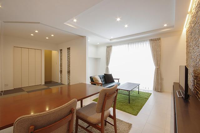 和室一体の広々リビング、一角にはピアノの置場も考慮