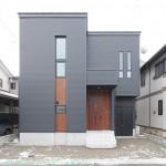 狭小敷地で最大限のプラン、周辺環境より窓位置を微調整