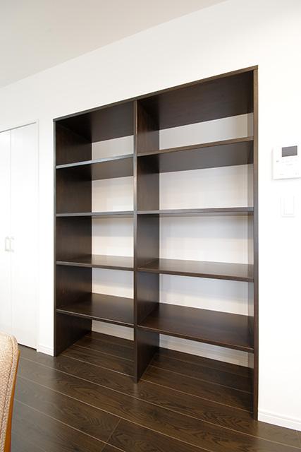 見応えのある造作本棚