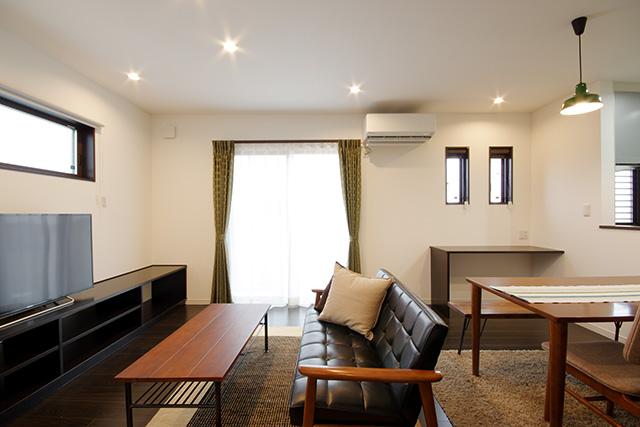 ハーバーハウスの新築 家づくり 事例「シンプルモダン 素敵な家具が映えるチェスナットカラーの家」