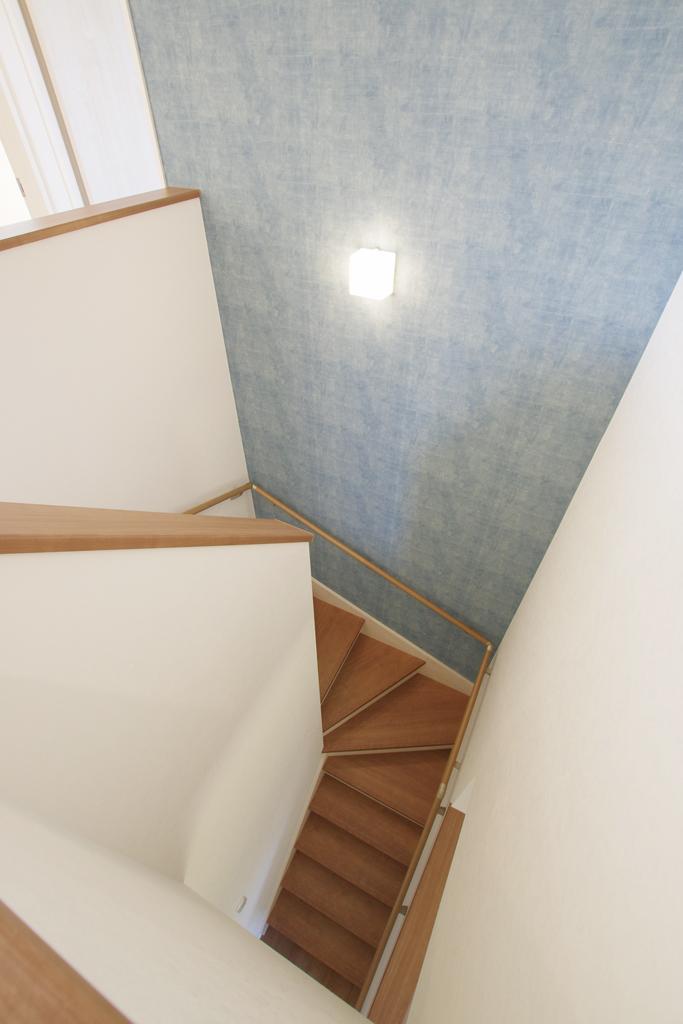 ハーバーハウスの新築 家づくり 事例「ORGA 木目調外壁×横葺きホワイトガルバリウムの家」(ORGA)
