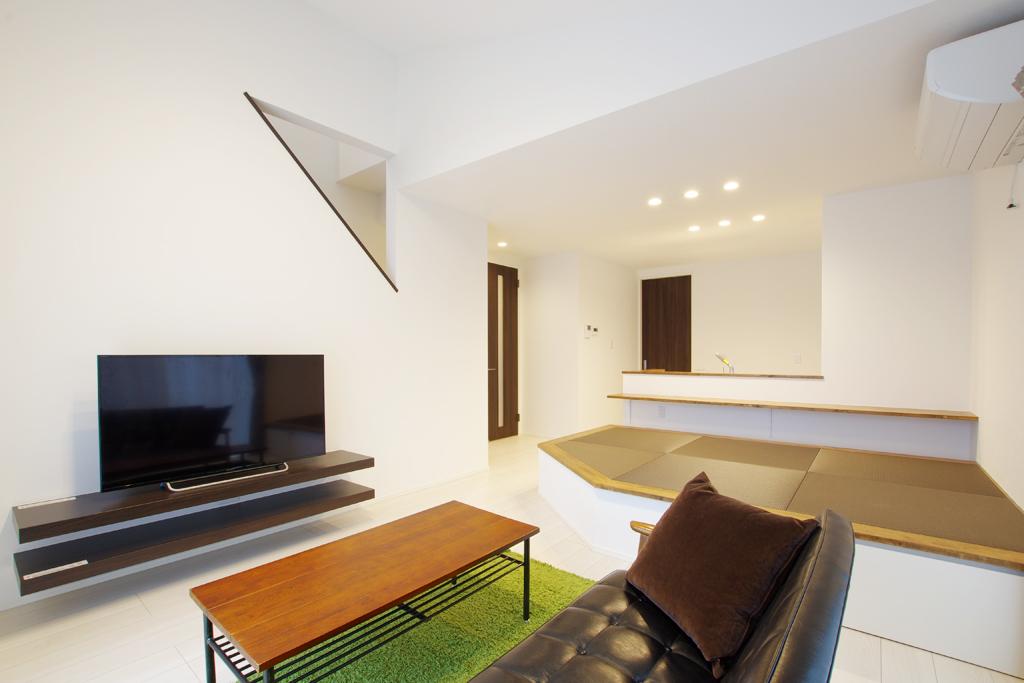 ハーバーハウスの新築 家づくり 事例「バイクガレージ、勾配天井、小上がりダイニングのある家」