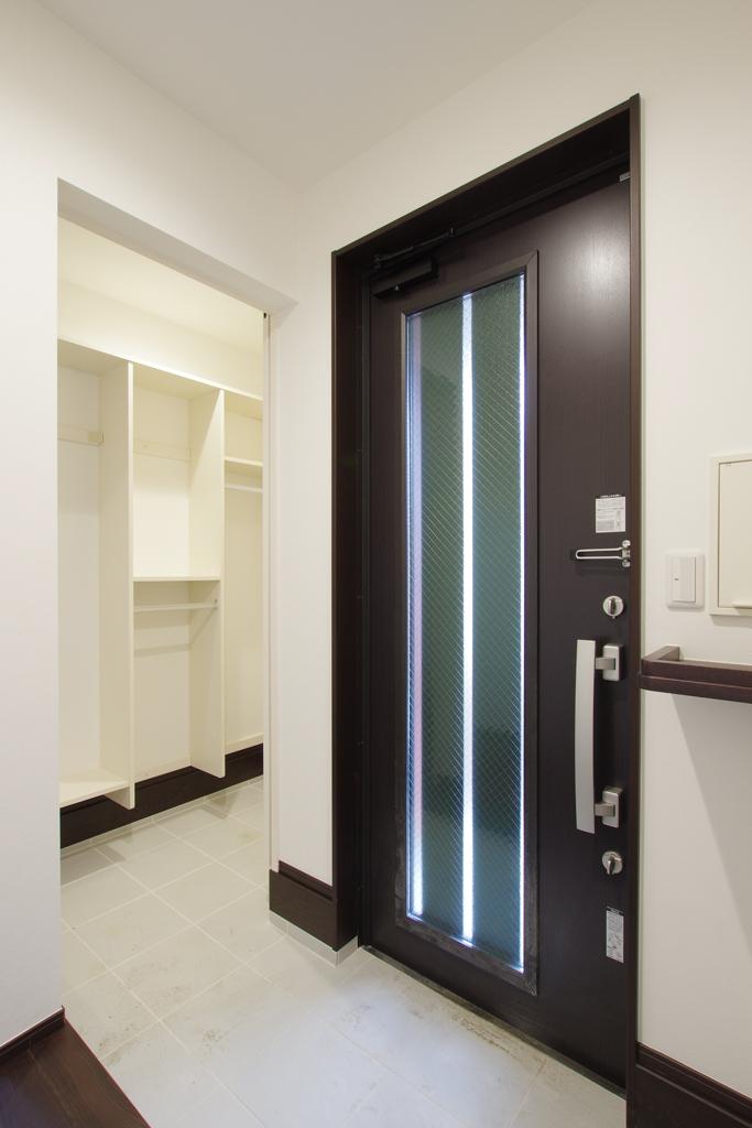 ハーバーハウスの新築 家づくり 事例「ウッドデッキと和室と繋がる大空間LDKでワンちゃんと暮らす家」(IZU)