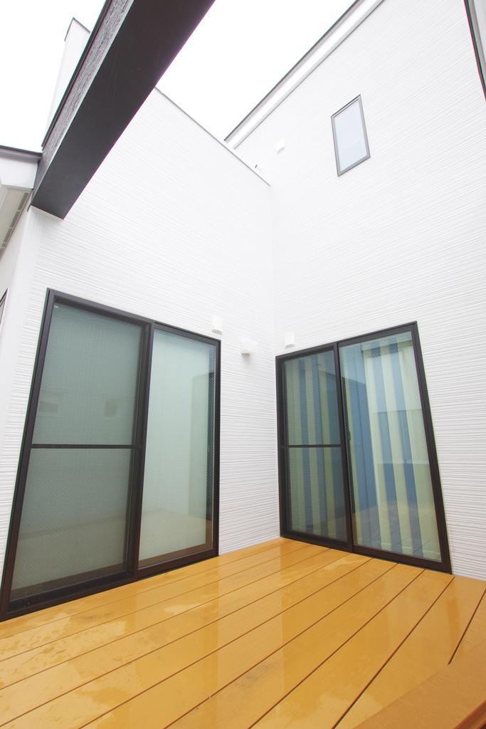 ハーバーハウスの新築 家づくり 事例「ウッドデッキと和室と繋がる大空間LDKでワンちゃんと暮らす家」