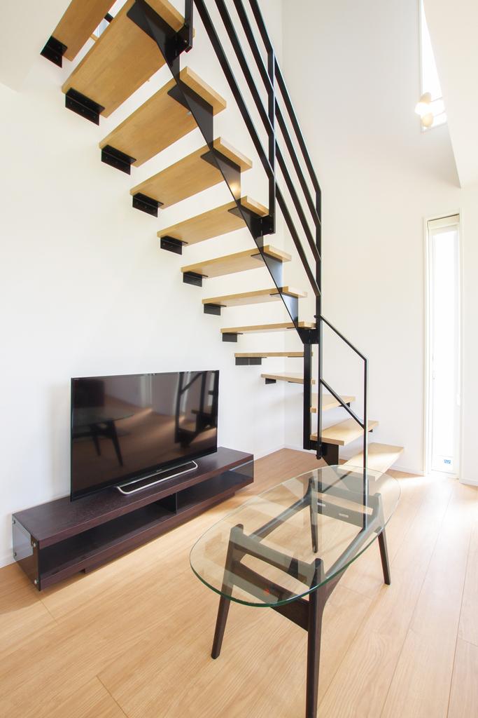 ハーバーハウスの新築 家づくり 事例「HARS 吹き抜けと鉄骨階段の無垢外壁がポイントの家」(HARS)