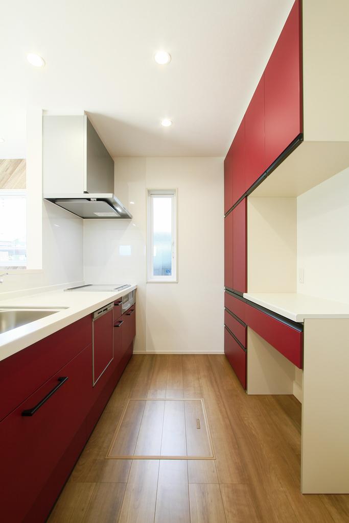 ハーバーハウスの新築 家づくり 事例「ブラック×ブラウンのボックス型ツートンカラーハウス」(EXY)