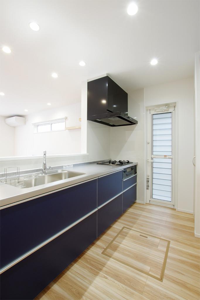 ハーバーハウスの新築 家づくり 事例「造作キッチンカウンター採用 落ち着きのある外観の家」