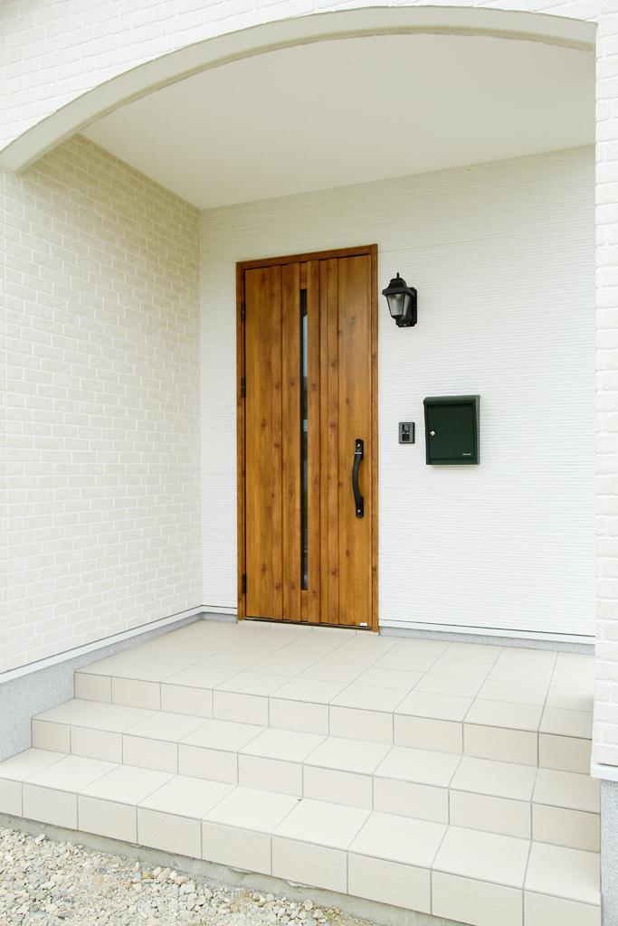 ハーバーハウスの新築 家づくり 事例「RONA 大人可愛い玄関ポーチがポイントのナチュラルハウス」