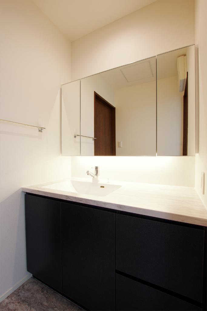 2階の洗面室にはホテルのような洗面台を!<br>毎日のオシャレが楽しくなります♪