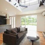 新潟市東区空港西「HARS 鉄骨階段と吹き抜けとアイランドキッチンで開放感あふれる家」住宅完成見学会