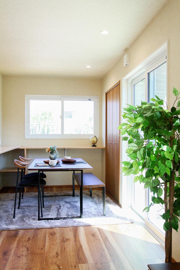 ハーバーハウスの新築 家づくり 事例「明るい木目がワンポイントの犬走のある家」(EXY)