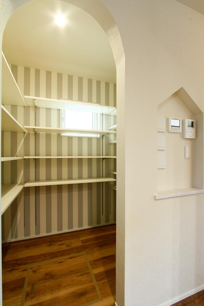 ハーバーハウスの新築 家づくり 事例「折り下げ天井と間接照明があるキッチンが主役の家」