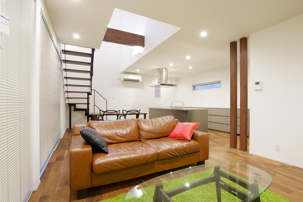 ハーバーハウスの新築 家づくり 事例「HARS 冬も快適!大きな吹き抜けと鉄骨階段の映える家」(HARS)