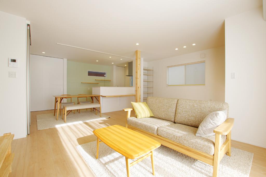 ハーバーハウスの新築 家づくり 事例「23帖の大空間 LDK+小上がり和室のあるナチュラルハウス」(IZU)