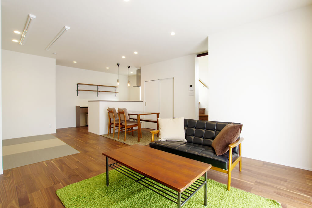 ハーバーハウスの新築 家づくり 事例「タイルデッキのある明るいリビングの家」