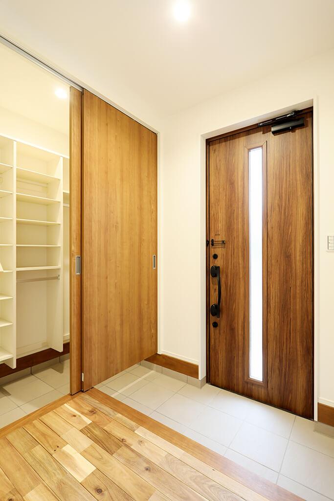 ハーバーハウスの新築 家づくり 事例「無垢材と照明で演出。木の質感を楽しむ家」