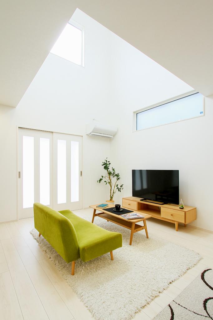 ハーバーハウスの新築 家づくり 事例「吹き抜けから光がたっぷり入る明るい家」