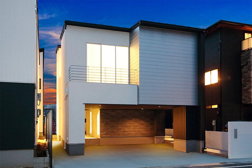 緑溢れる最高ランクのインナーガレージハウス(最高峰モデルハウス)