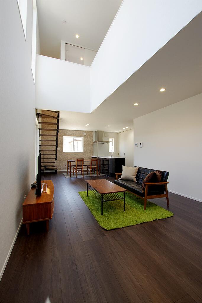 ハーバーハウスの新築 家づくり 事例「HARS 開放感抜群な鉄骨階段+吹き抜けの家」