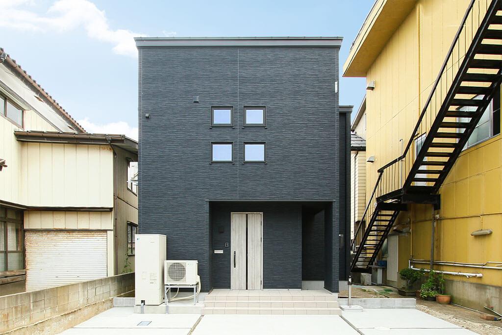 ハーバーハウスの新築 家づくり 事例「ウッドデッキとバルコニーから長岡花火を一望できる家」(EXY)