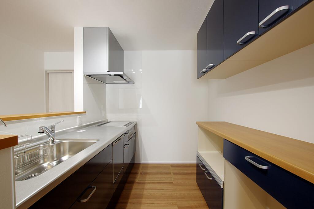 ハーバーハウスの新築 家づくり 事例「折り上げ天井で開放感たっぷり!PCスペースのある明るい家」(EXY)