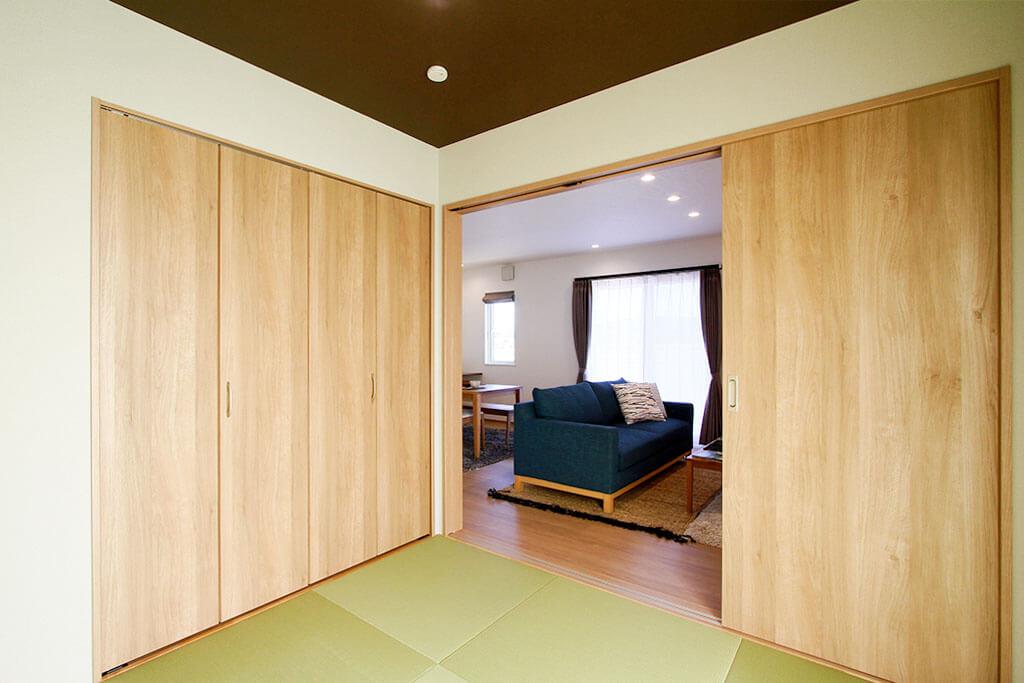 ハーバーハウスの新築 家づくり 事例「キッチン折り下げ天井で空間を演出した家事ラクな家」(IZU)