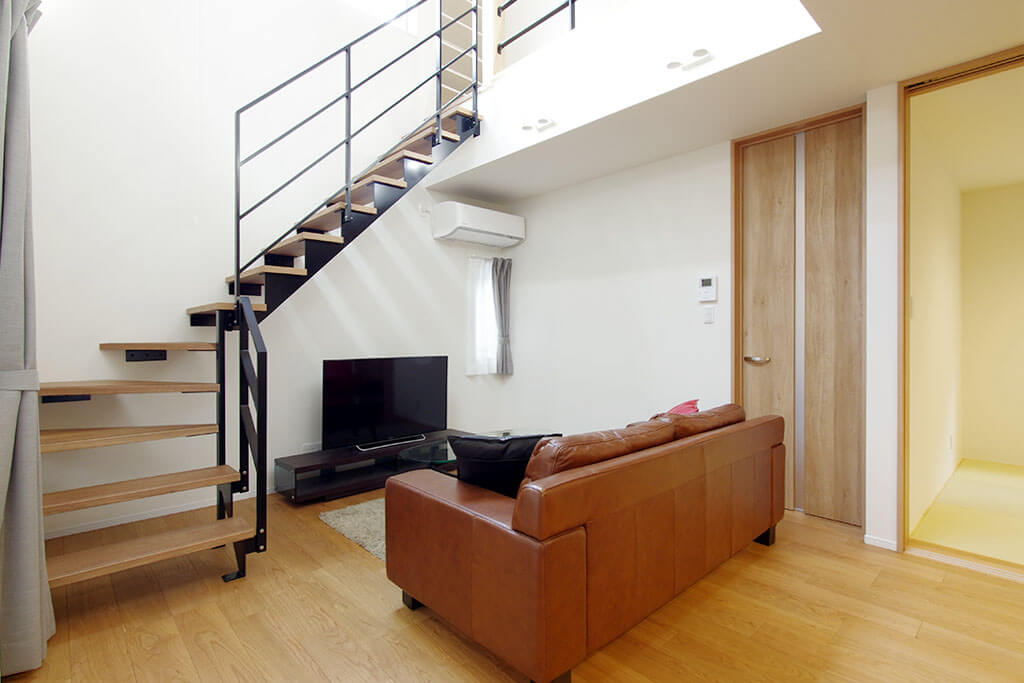 ハーバーハウスの新築 家づくり 事例「HARS 吹き抜け×鉄骨階段で明るく開放的な家」