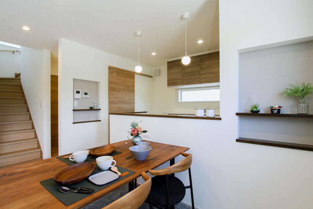 ハーバーハウスの新築 家づくり 事例「LDKのヘリンボーンがポイント!大容量パントリーのある家」