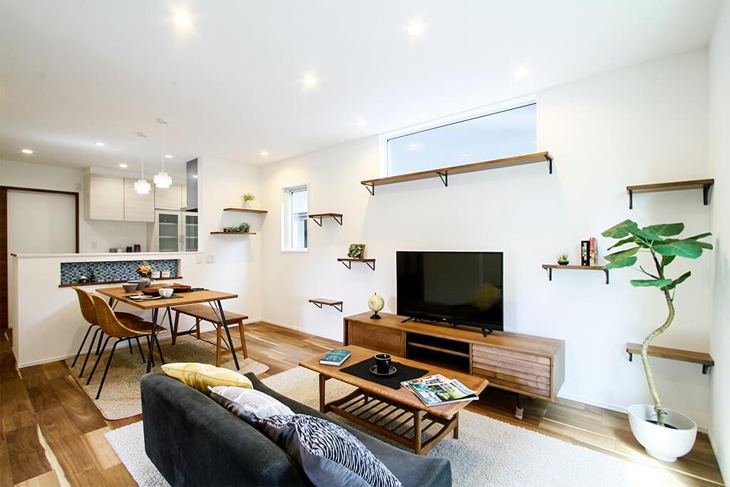 ハーバーハウスの新築 家づくり 事例「ORGA アカシアの突板が魅力的なキャットウォーク・屋根裏収納がある家」