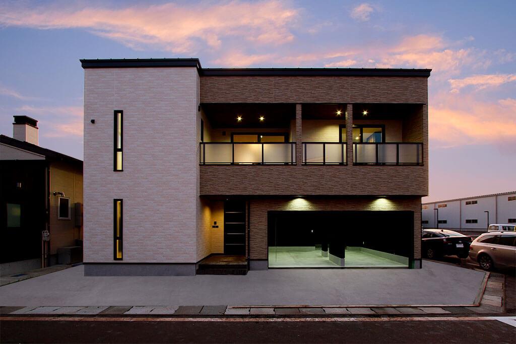 ハーバーハウスの新築 家づくり 事例「PROTH 大型バルコニーとつながる2階LDKのインナーガレージハウス」(PROTH)