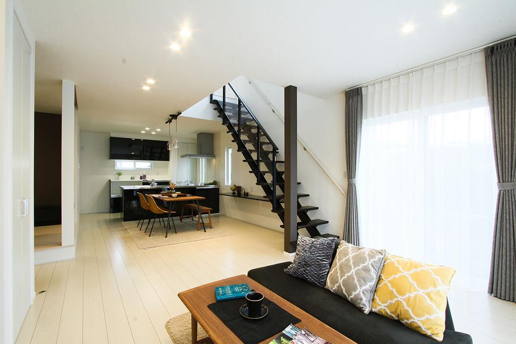 ハーバーハウスの新築 家づくり 事例「スタイリッシュモダンなインテリアのオープン階段の家」(ECOLOGIA)