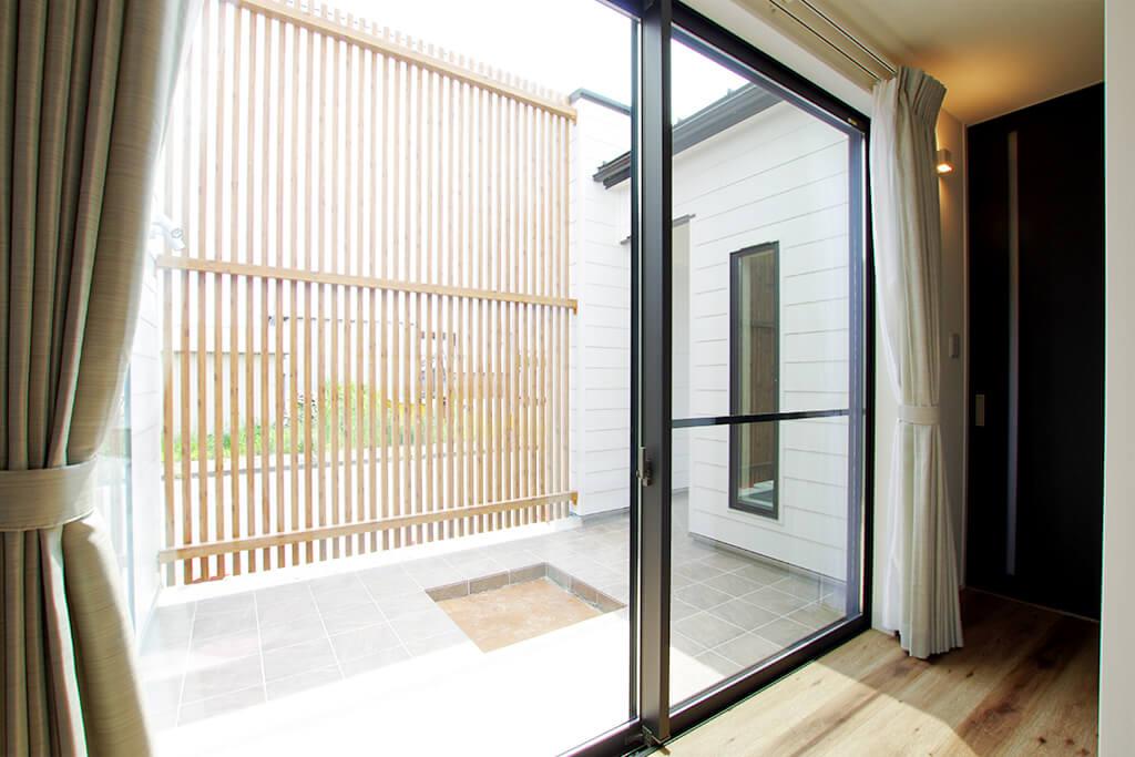 ハーバーハウスの新築 家づくり 事例「プライバシーを確保したタイルテラスのある家」