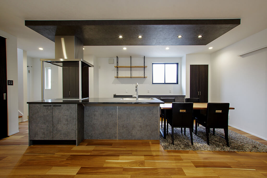 約30帖の贅沢空間を実現!暮らしの幅を広げるアウトドアリビングのある家
