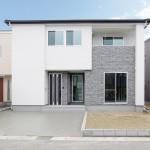 新潟市西区金巻「坪庭から光を取り込む、効率的な水回り動線が家事ラクな家」住宅完成見学会