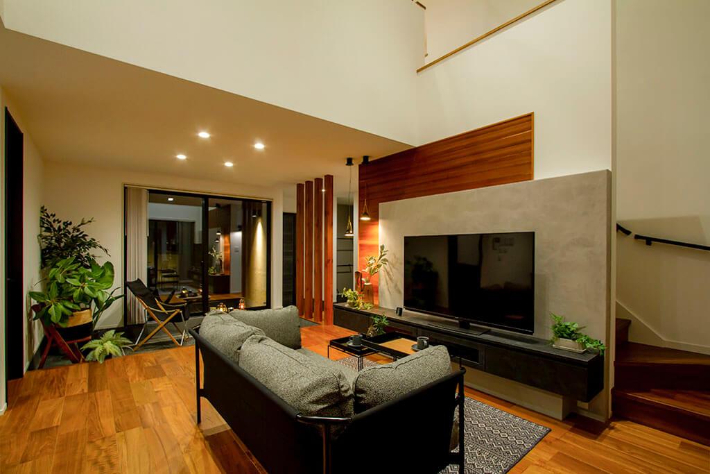 開放的な土間リビングで暮らしを愉しむアウトドアリゾート住宅