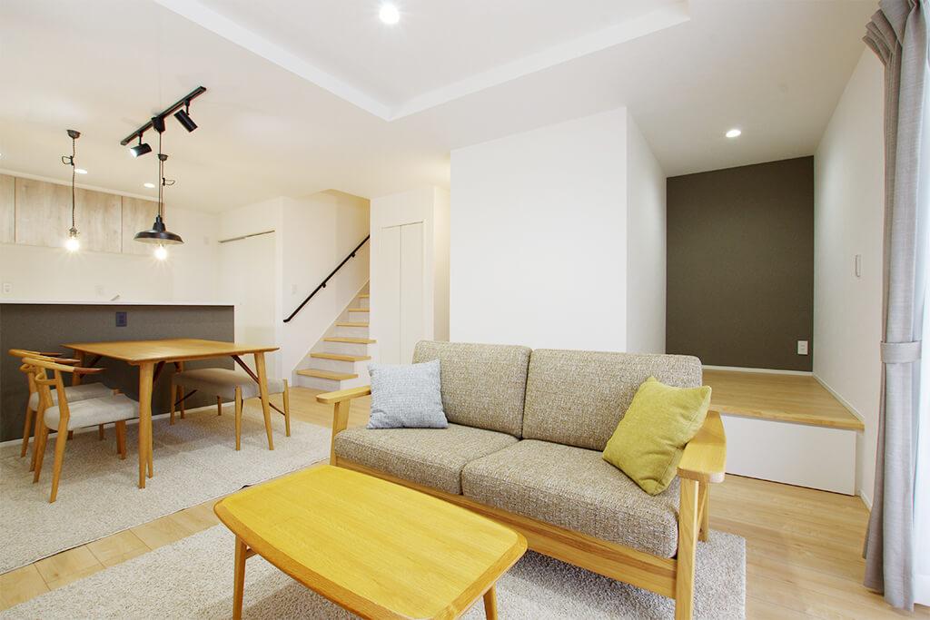 """ハーバーハウスの新築 家づくり 事例「アウトドア収納&プチ書斎 ふたりの""""欲しい""""を叶えた家」"""